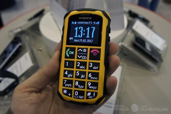 MWC 2012   Emporia SOLID plus, mobile pour séniors casse-cou - Les  Numériques 990e1242d6c