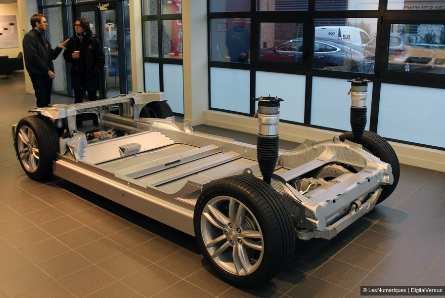 automobile la tesla lectrise les numeriques. Black Bedroom Furniture Sets. Home Design Ideas