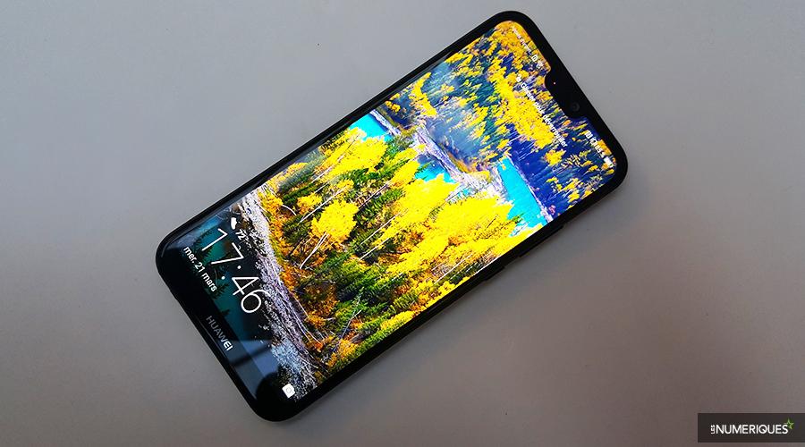 Le Huawei P20 Lite est disponible à la vente pour 369 €