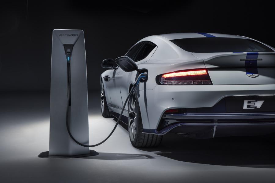 Aston Martin dévoile sa première voiture électrique, la Rapide E