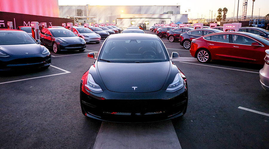 Tesla livre enfin ses Model 3 à 35 000 $ avec des fonctions bridées