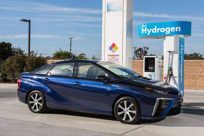 2016 Toyota Fuel Cell Vehicle 014  mid