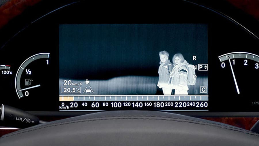 Mercedes-Night-Vision-WEB.jpg