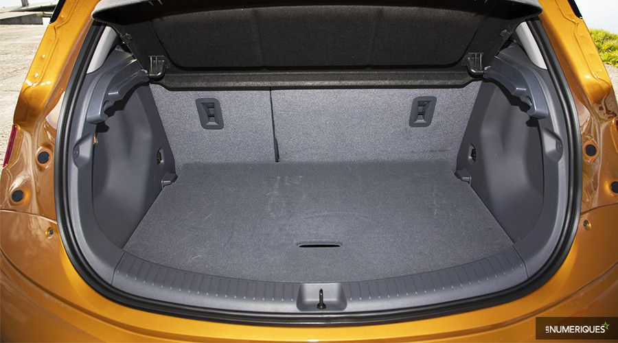 1_Opel-AmperaE-coffre-WEB.jpg
