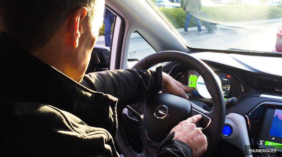1_Opel-AmperaE-Ecran-Volant-WEB.jpg