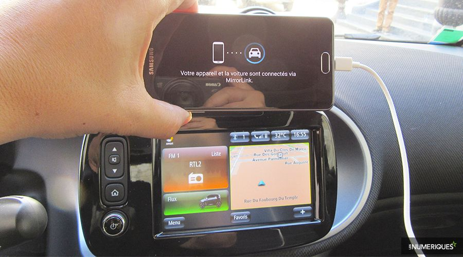 Smart-Fortwo-ED-MirrorLink-WEB.jpg