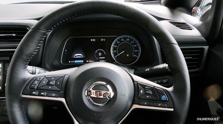 Nissan-Leaf-Tokyo17-dashboard-WEB.jpg