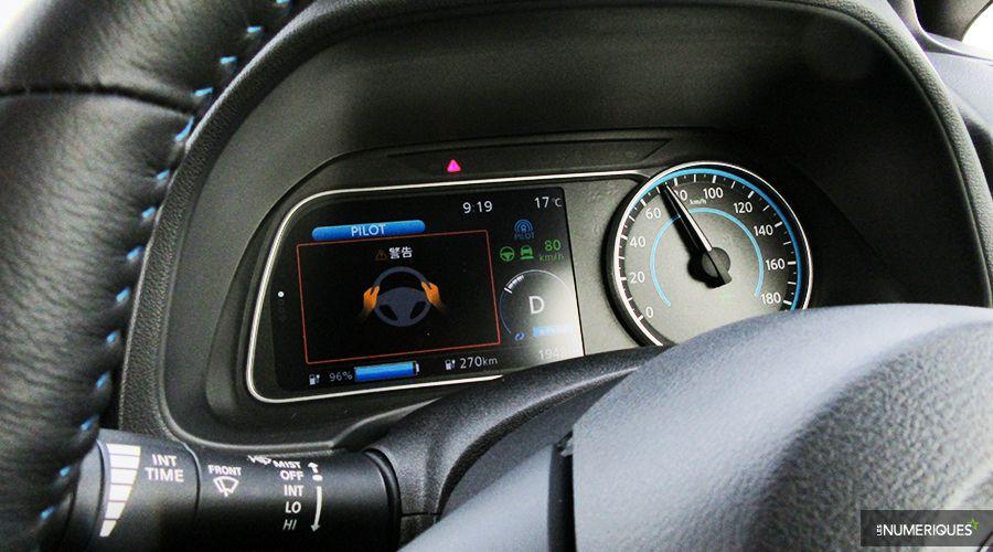 Nissan-Leaf-Tokyo17-volant-lacher-WEB.jpg