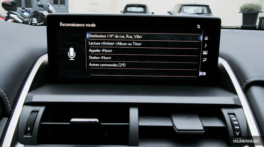 Lexus-NX300h-reco-vocale_2-WEB.jpg