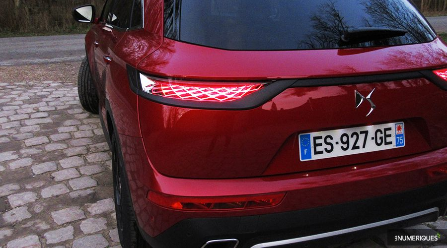 DS7-Crossback-feu-back-WEB.jpg