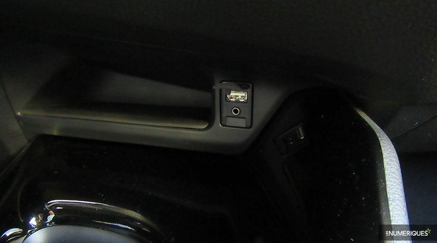 Toyota-CHR-USB-WEB.jpg