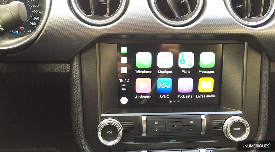 Ford-Mustang-CarPlay-WEB.jpg