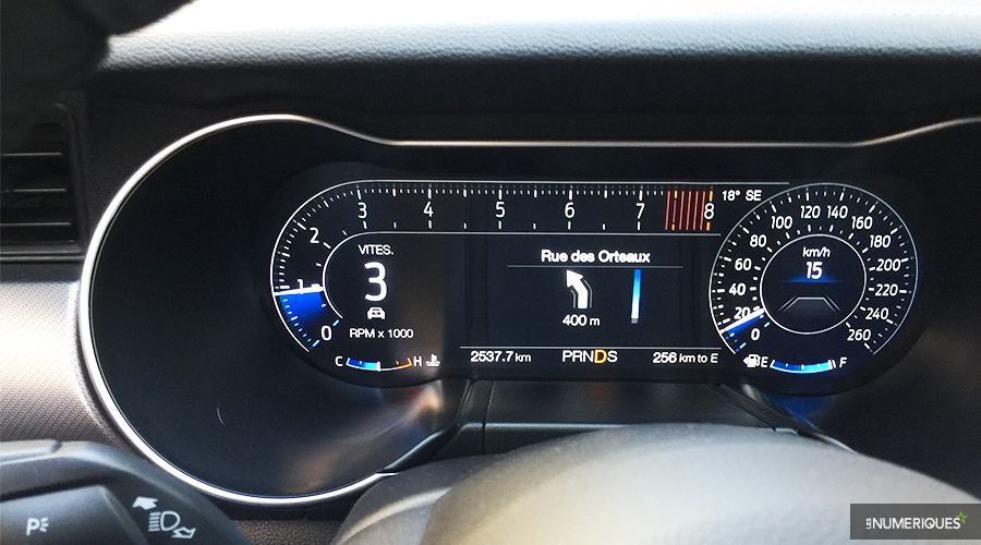 Ford-Mustang-dashboard_2-WEB.jpg