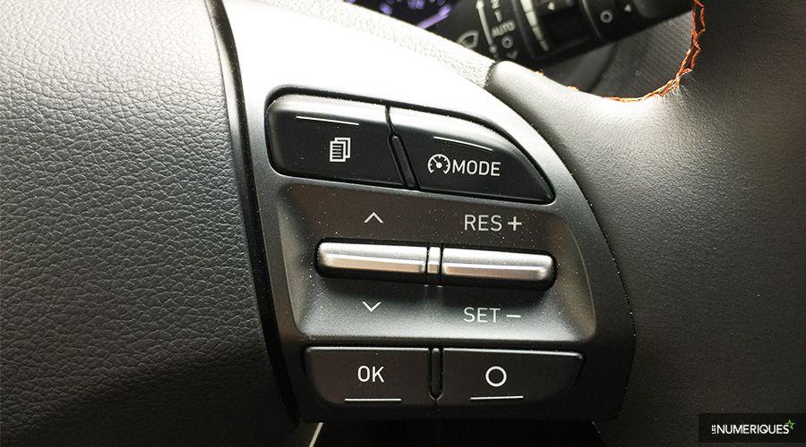 Hyundai-Kona-volant-droite-WEB.jpg