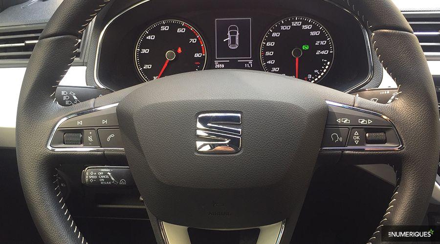 Seat-Arona-volant-WEB.jpg