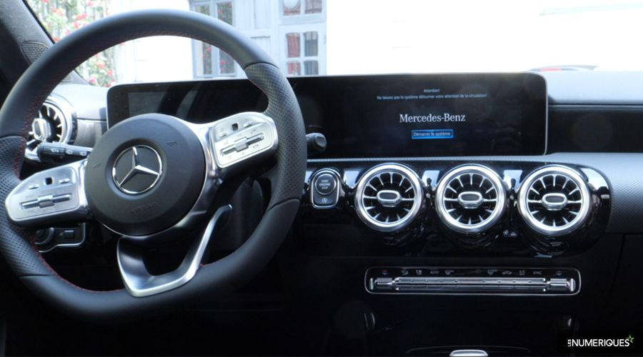 Mercedes-Classe-A-Inside-Dashboard-WEB.jpg