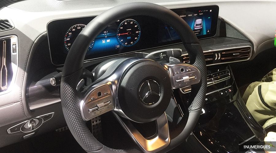 Mercedes-EQC_inside_2-WEB.jpg