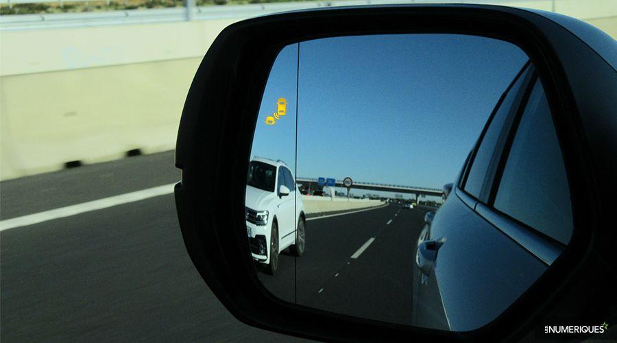 Honda-CRV-Hybrid-BLIS-WEB.jpg