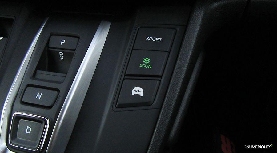 Honda-CRV-Hybrid-conduite-WEB.jpg