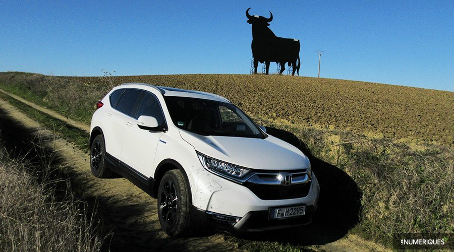 Honda-CRV-Hybrid-HUD-PREZ-2-WEB.jpg