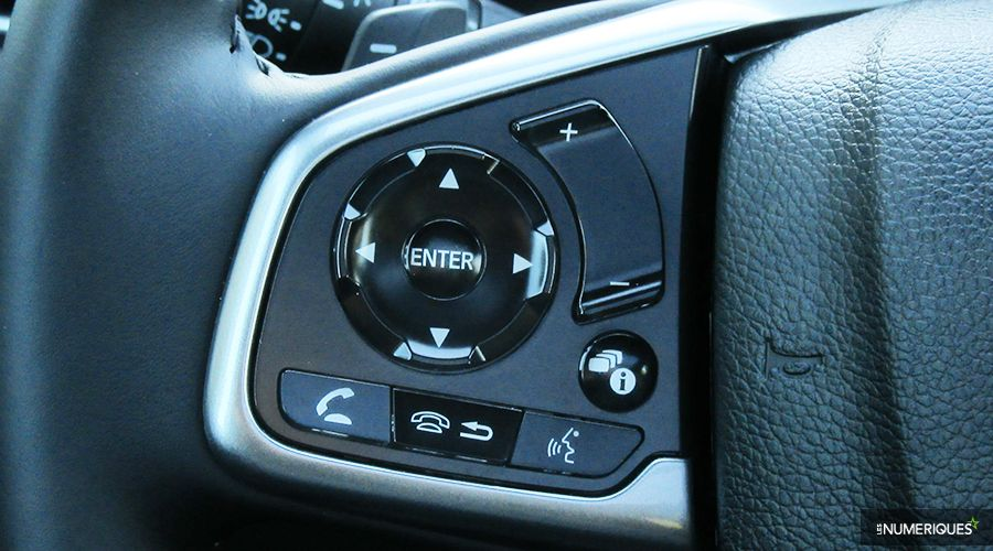 Honda-CRV-Hybrid-volant-WEB.jpg