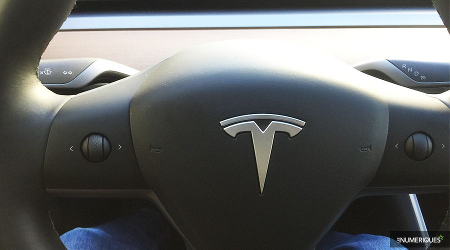 Tesla-Model-3-2019-volant-WEB.jpg