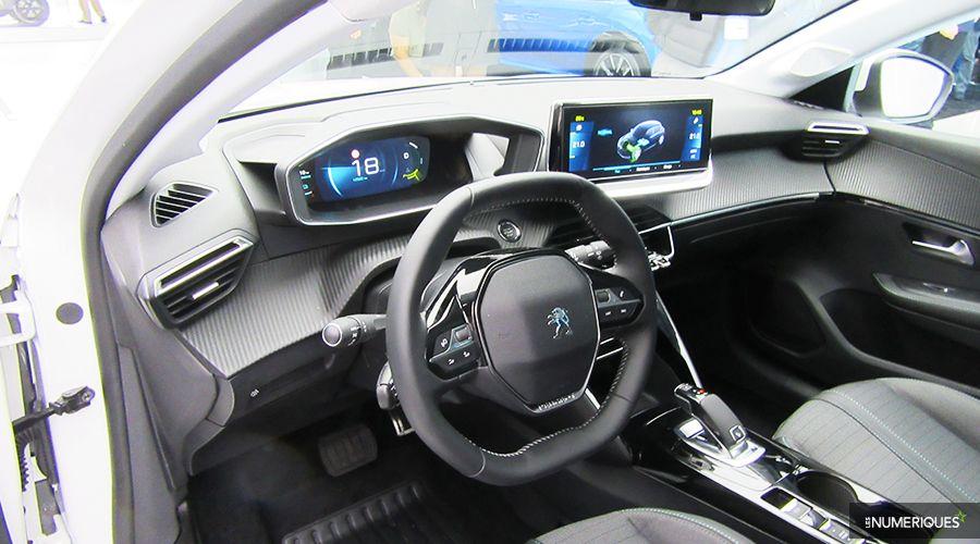 Peugeot-e208-inside-WEB.jpg