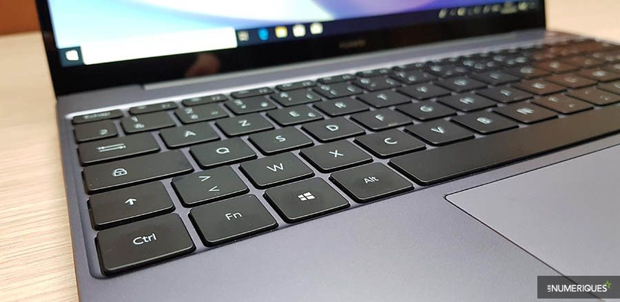 Duel Matebook 13 MacBook Air 5.jpg