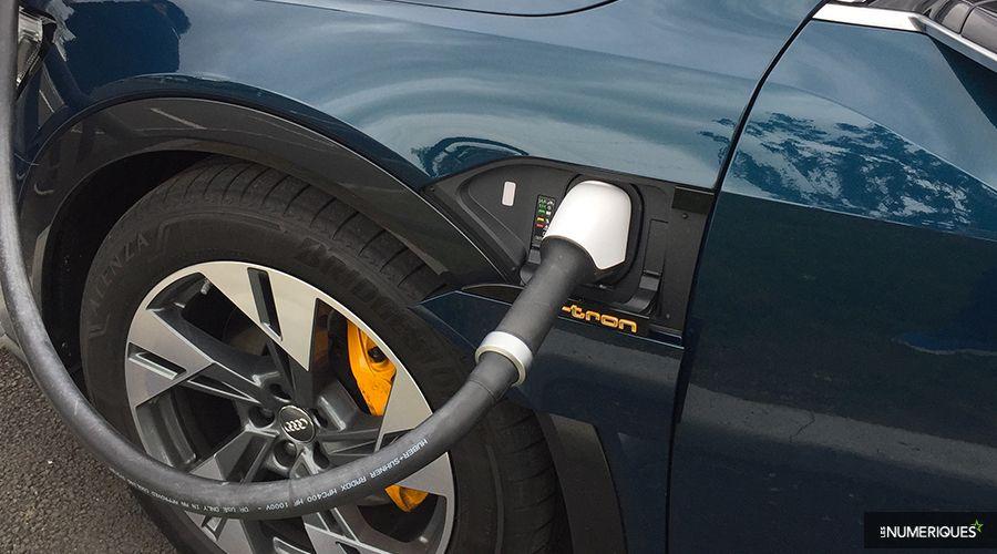 Audi-etron-55-etrier-et-logo-WEB.jpg
