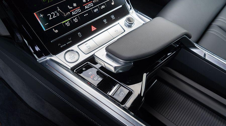 Audi-etron-55-levier-vitesse-WEB.jpg
