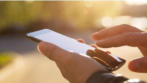 """Quels sont les meilleurs smartphones """"pas chers"""", à moins de 200 € ?"""