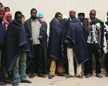 Portrait de groupe de migrants au centre de détention pour migrants de Zaouïa