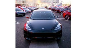 Tesla livre enfin ses Model 3 à 35000$ avec des fonctions bridées