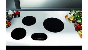 La plaque de cuisson Airlux ATIN4BKN éparpille ses inducteurs