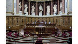 """La France a adopté la """"loi Huawei"""" au grand dam des opérateurs télécoms"""