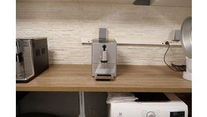 Vidéo – Les machines à expresso avec broyeur ne broient pas du noir