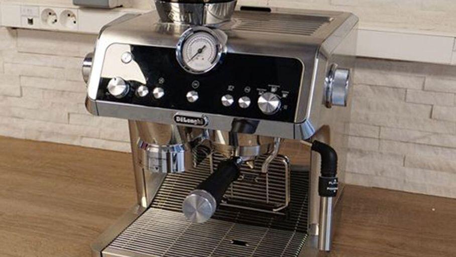 Avec La Machine à Café Specialista Delonghi Vise Les
