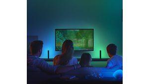 Philips Hue Play HDMI Sync Box : la couleur des lumières Hue du salon s'adapte à l'image du téléviseur