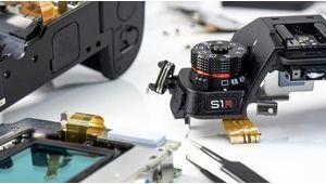 Le Panasonic Lumix S1R démonté dévoile une construction maîtrisée