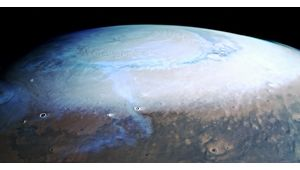 Découvrez cette photo de Mars et de son pôle nord recouvert de nuages