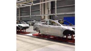 Tesla : la Gigafactory 3 produit ses premières carrosseries de Model 3