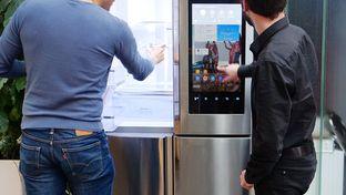 """Samsung Family Hub : le réfrigérateur multiporte connecté et """"social"""" est arrivé à la rédaction"""