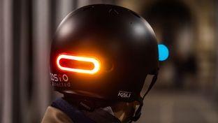 CES 2020 – Cosmo Ride et Moto V2, 2 feux connectés qui ajoutent des clignotants aux casques vélo et moto