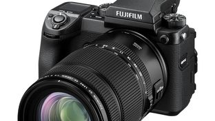 Le Fujinon GF 45-100 mm f/4 en approche, avec bientôt un objectif moyen format très lumineux