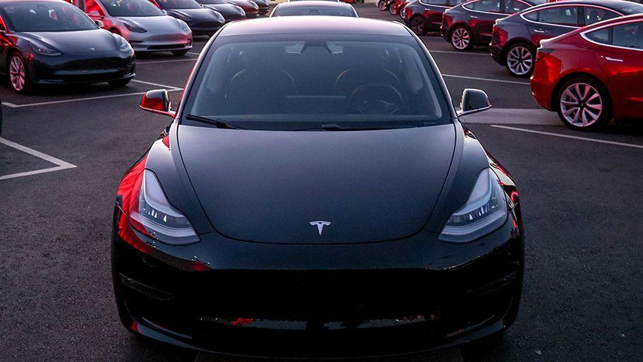 Tesla gagne huit places au classement des meilleurs constructeurs automobiles aux États-Unis
