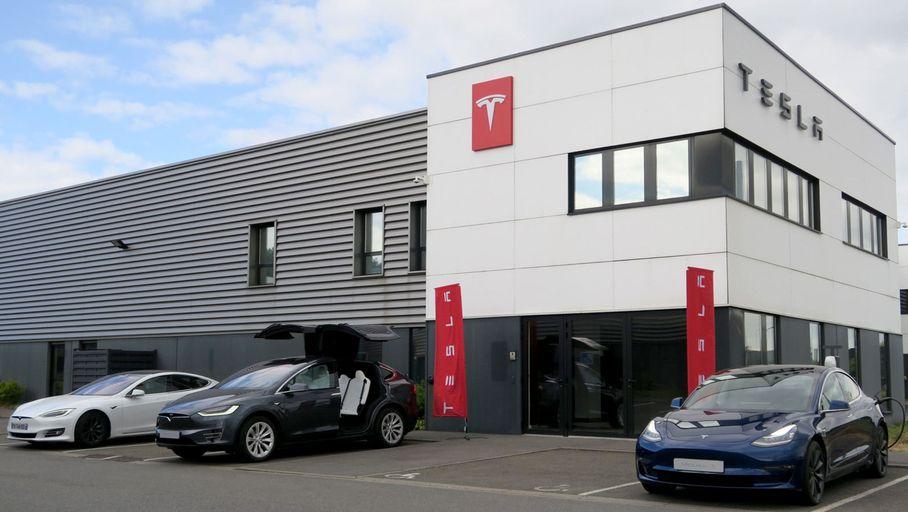 Tesla souhaiterait élargir massivement son réseau de points de vente avec un focus sur la France