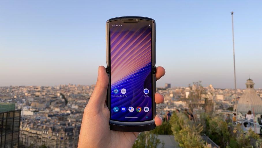 Prise en main du Motorola razr 5G : une évolution par petites touches