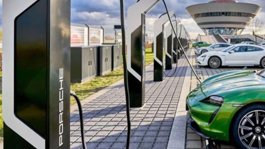 Porsche et Audi satisfaits du réseau de bornes de recharge Ionity - Les Numériques