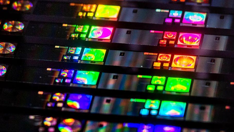 Des lentilles planes pourraient arriver dans nos smartphones d'ici la fin 2021 - Les Numériques
