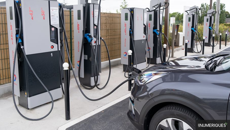 Voitures électriques : 1 million de bornes de recharge réclamées à l'UE pour 2024 - Les Numériques